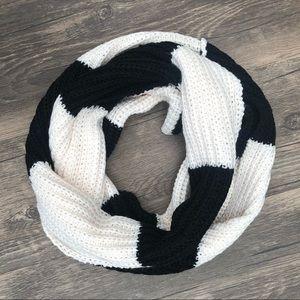 Free w/ bundle | ivory & black infinity scarf